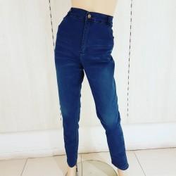 Jeans azul c/bigotes...